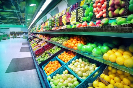 スーパー マーケットの果物
