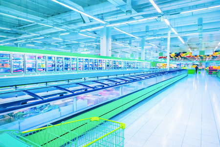 スーパー マーケットでさまざまな製品 写真素材