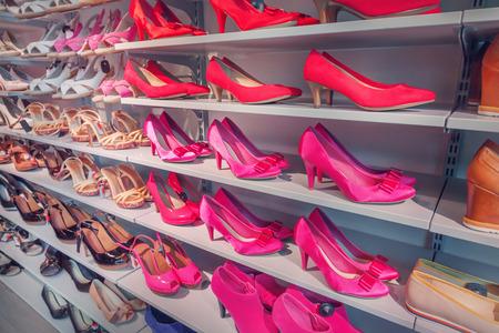Chaussures dans un magasin de chaussures Banque d'images - 40548072