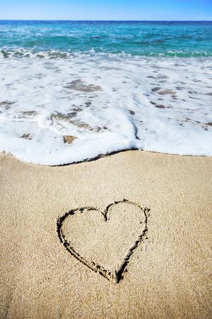 saint valentin coeur: C?ur de sable
