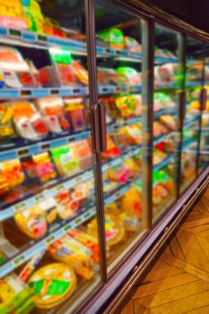 alimentos congelados: Diversos productos en un supermercado