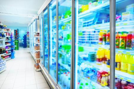 Verschillende producten in een supermarkt Stockfoto - 44951157