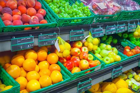 supermercado: Frutas en el supermercado