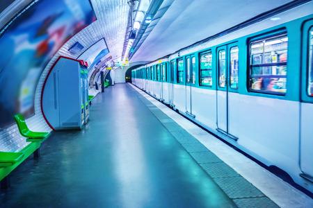 La stazione della metropolitana di Parigi