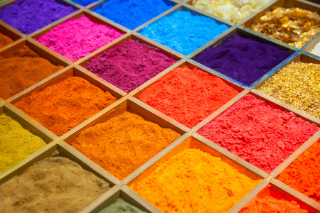 Colorful sands in wooden box Фото со стока - 54401986