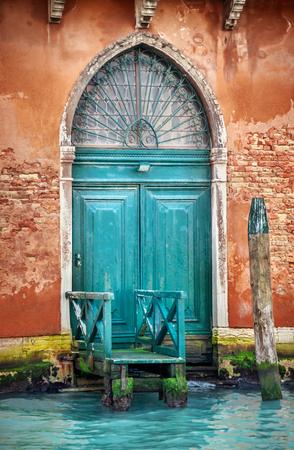 puertas antiguas: Venecia puerta de madera Foto de archivo