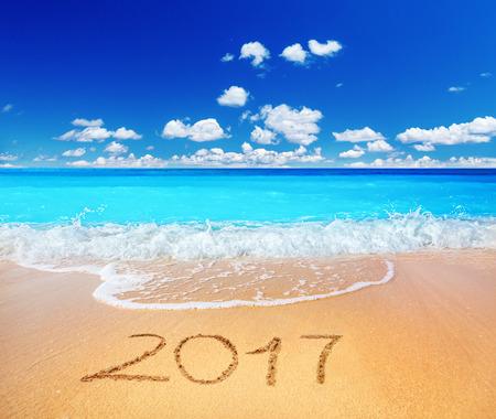calendario diciembre: 2017 escrito en la playa arenosa Foto de archivo