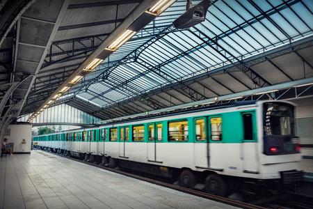 파리 지하철역 스톡 콘텐츠