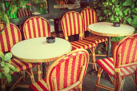 round chairs: Street cafe