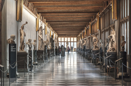 FLORENCE, ITALY, DECEMBER 6, 2017: Corridor at the Uffizi gallery in Florence 스톡 콘텐츠