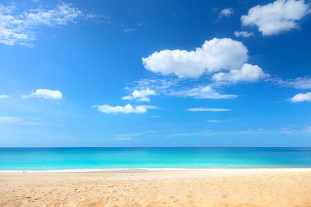Strand und tropisches Meer in Thailand