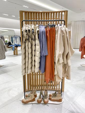 Interior of fashion clothes store Zdjęcie Seryjne