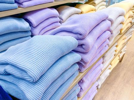 Clothes at shelf in shop Zdjęcie Seryjne