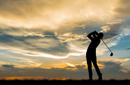 silhouette golfer playing golf during beautiful sunset Archivio Fotografico