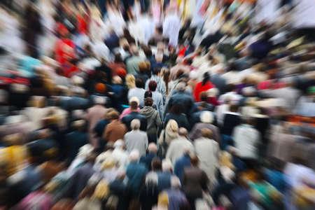 grote groep mensen: Mensen wazig  Stockfoto