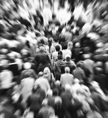 many people: Multitud de personas
