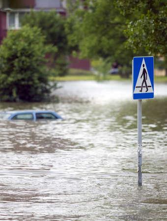 Überfluteten Straße in der Stadt Standard-Bild