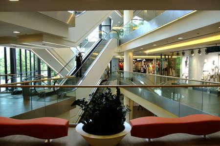 bright center: Shopping center