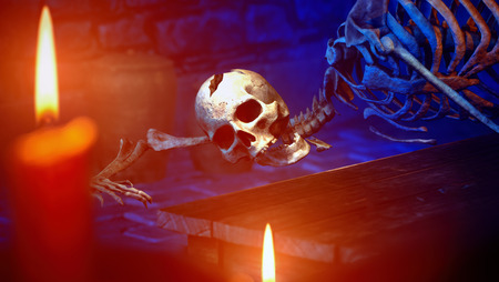 Human skeleton in medieval dungeon 3d rendering 免版税图像