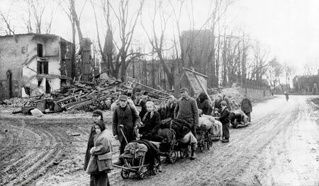 Spring 1945. Germans from East Prussia flee from the Red Army Redakční
