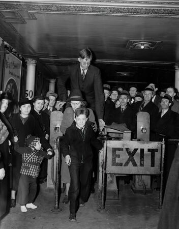 On February 22, 1918, Robert Wadlow was born in Alton (USA). The infant was of average size and there was no indication that in the future he would be the tallest man in the world. At the age of 22 he reached a colossal height of 272 cm. The American was  Editorial