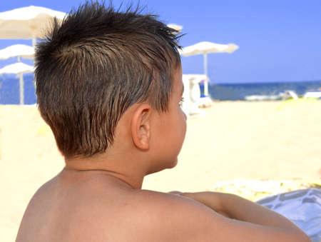 to contemplate: Child contemplate the sea beach