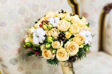 bouquet de fleur: bouquet de mariage, bouquet de mariée, beau bouquet de couleurs différentes