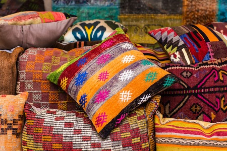 oriental cushions. National textile bazaar in Istanbul 免版税图像