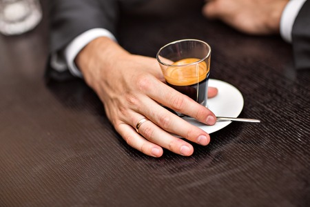 gaffe: coffee cup in hands of young man