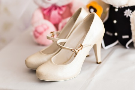 ślub: White wedding shoes for women. bride shoes