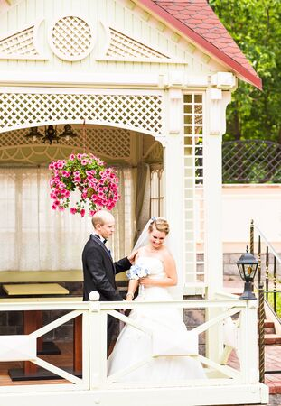 glans: the bride and groom in the gazebo in the park