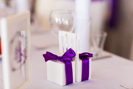 Hochzeitsgeschenk für die Gäste. Süßigkeiten-Boxen für Freunde