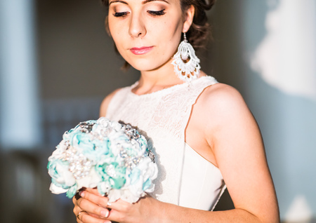 wedding flower: Beautiful bride posing in her wedding day.