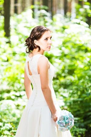 wedding hairstyle: Beautiful bride posing in her wedding day.