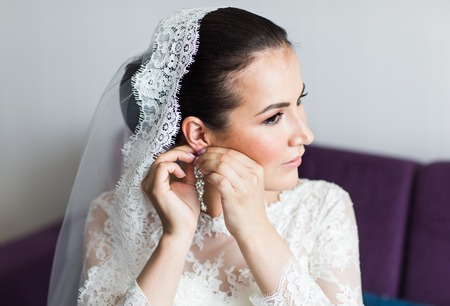 getting a bride: beautiful brunette stylish bride getting ready in the morning in the room Stock Photo