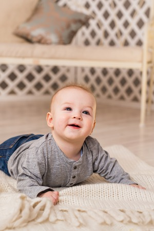 tummy time: Adorable baby boy in sunny bedroom. Newborn child relaxing. Family morning at home. New born kid during tummy time Stock Photo