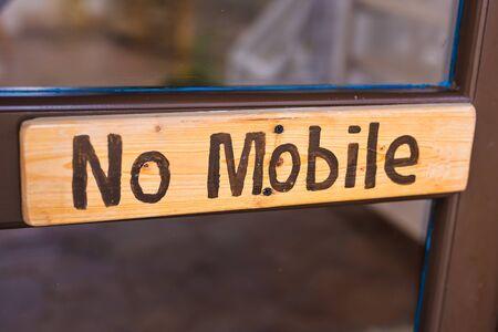 Het bordje op het bord van No Mobile Phone