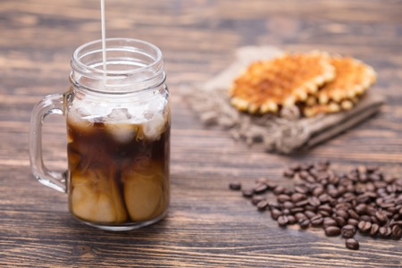 Milk is poured into coffee Foto de archivo - 101974534