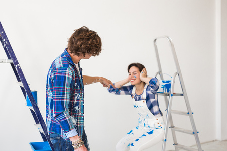 Conflict, repair and renovation concept - Young woman and man with annoying faces and bad emotions during renovation in apartment Standard-Bild - 112016121