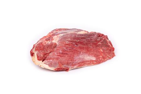 Trozo de carne de caballo cruda fresca aislado sobre fondo blanco. Foto de archivo