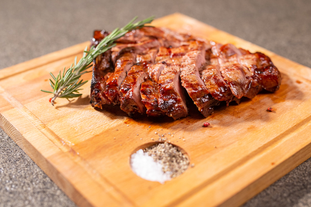 Food and horse meat concept - Roast meat on cutting board with cumin Imagens