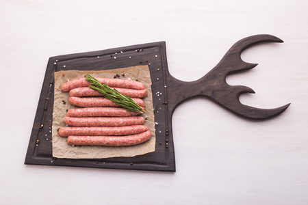 food, delicious and serving concept - sausages on board Stock fotó