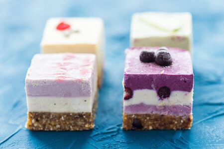 Homemade raw cakes with fresh berries and nuts. healthy vegan food concept, close up Zdjęcie Seryjne