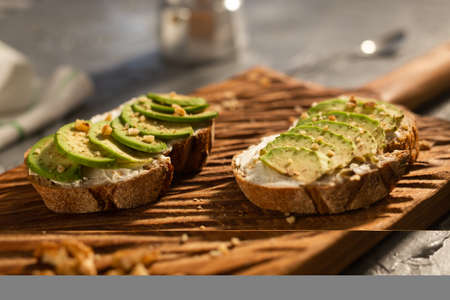 sliced avocado on toast bread with nuts Foto de archivo