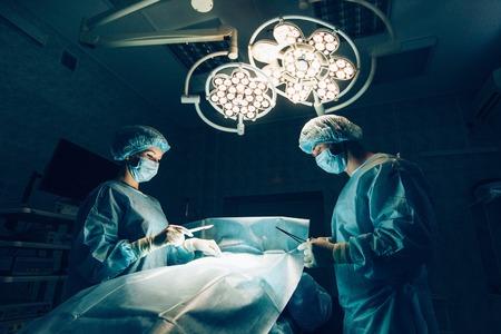 手術室における患者のモニタリングと外科医チーム