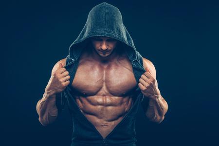 fitness: Homem com torso muscular. Strong Athletic Man Fitness Model Torso mostrando barriga tanquinho Imagens