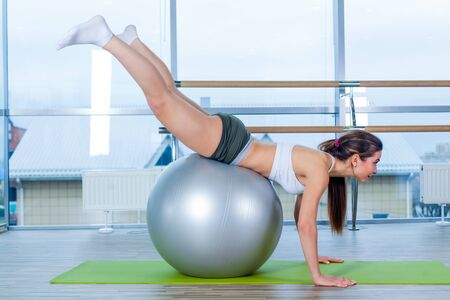 girl working out: Young girl working out at the gym with a ball