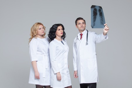 Young doctors looking at the x-ray picture of lungs Фото со стока - 124794109