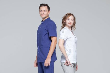 Portrait of young male and female doctors standing together Фото со стока - 124791808