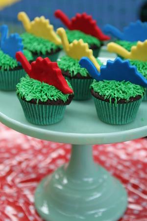 kids birthday party: Kids Birthday Party Dinosaur Cupcakes